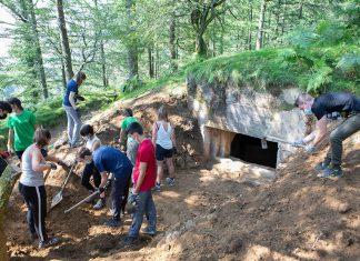 25 gazte frankismoaren erresistentzia bunkerrak berreskuratzen